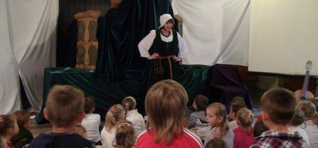 Dzieci 3-4 letnie i Teatr Cieni Latarenka